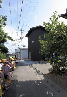 House of Kasamatsu is a minimalist house located in Gifu, Japan, designed by Katsutoshi Sasaki + Associates. The architects associate a home #modern #design #minimalism #minimal #leibal #minimalist