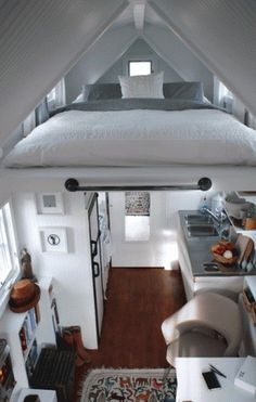 tumblr_lx8yu2tBG01qm7g80o1_500.gif (446×700) #loft #light #bed