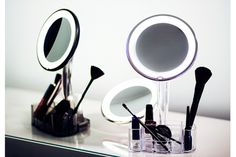 This magnified mirror is suitable for most environments. Magnifica contains a make-up tray that conveniently holds all your cosmetic product