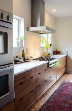Love these minimal wood kitchen cabinets