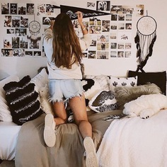 "College Life on Instagram: ""Bed goals by @sabrinaleder!!! Tag someone you would include on your photo wall!! 🎥 🎥🎥 . . . . . . . . . #dormroom #dorm #dormsweetdorm…"""