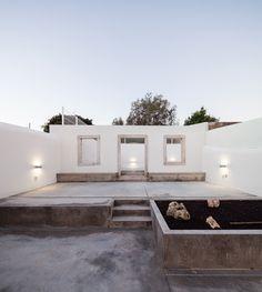 Back walled garden. Terras 8 House by Colectivo Cais. Photo by Francisco Nogueira. #colectivocais #courtyard #concrete