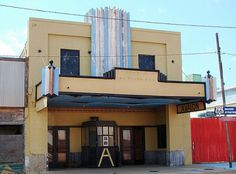 75 Abandoned Theaters From Around The USA #theater #facade #texas #abandoned #usa