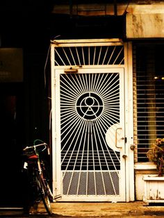 Nouvelle York 2010 on Behance #new york #bike #door #wallb
