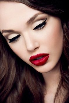 Sara Lindholm #fashion #make #up #lipstick