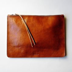 to hold all the things #clutch #poutch #natural #leather
