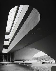 Ezra Stoller #b&w #black #curves #photography #architecture