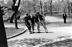 billeppridgeskateboardinginnyc_02.jpeg #1960s #new york #nyc #oldschool #bw #skateboard
