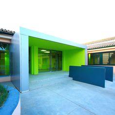 Azahar School by Julio Barreno