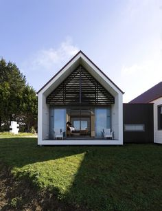 Bright and Uplifting Rural Retreat in New Zealand: Farmhouse by RTA Studio #architecture #retreat #rural