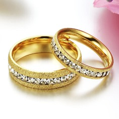 30 Stunning Gold Engagement Ring Designs For Couple