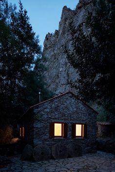 Watermill on The Crags of Saint Simon / Bruno Lucas Dias Architecture