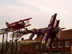 Aircrafts from flowers #sculpture #of #art #flowers #parade