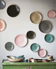 polka dot plate wall #interior #plate #dots #kitchen #wall