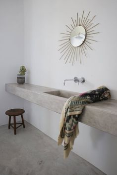 Floating concrete countertop. Maison Kamari by React Architects. © Damien De Medeiros. #concrete #countertop