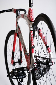 BOICUT X FIXDICH // collabo. 2011 | handpainted bike frame
