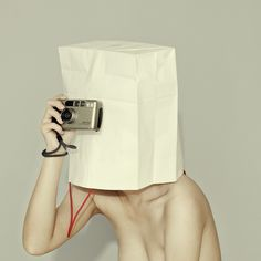 《姐姐》/3 by 盲 #camera #people #women #photography #portrait #bag #paper