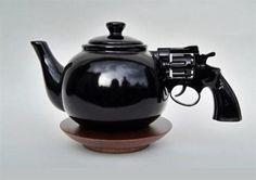 Ju est fou - Nice Gun Teapot!