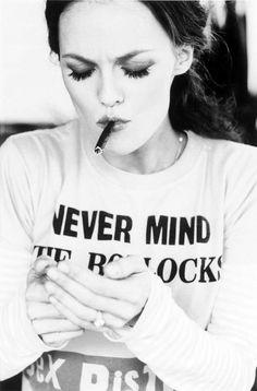 http://29.media.tumblr.com/tumblr_lsz2kaoIeO1qcmab0o1_500.jpg #white #woman #smoke #paradise #black #vanessa