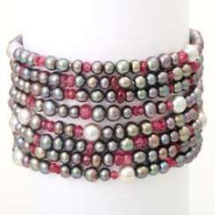 Bracelet made of cultured pearls