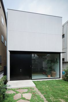 Rectangular house. House in Daizawa by Nobuo Araki / The Archetype. © Shimizu Ken. #house #architecture