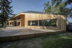 Two-Bedroom Residence Showcasing an Asymmetrical Geometry 1