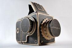 cardboardhasselbladpinholecam.jpg (JPEG Image, 640×426 pixels) #camera #cardboard #hasselblad