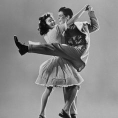 mili-gjon-kaye-popp-and-stanley-catron-demonstrating-a-step-of-the-lindy-hop.jpg (400×400) #hop #lindy #dance #vintage