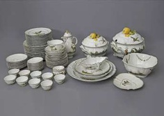 NYMPHENBURG dinner service for 9-12 persons 'Green hunt', 20. Century. #porcelain