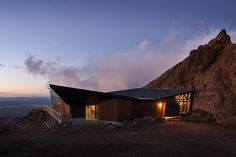 Cafe Knoll Ridge with night landscape