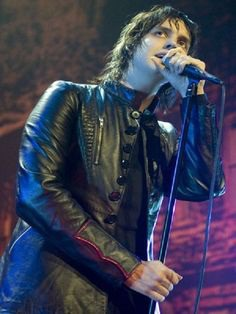 Here is an outstanding outfit of your Favorite Singer, Julian Casablancas brings this Stylish Leather Jacket in Los Angeles. #juliancasablancas #losangeles #stylishjacket #leatherjacket #stylishleatherjacket #singerjacket #singer #fashion #newyearfashion #2k19 #music