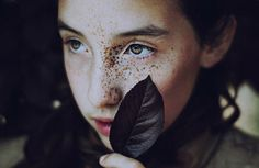 Sunday Pleasure – Homemade Smoothies | iGNANT.de #leaf #freckles #photo #portrait