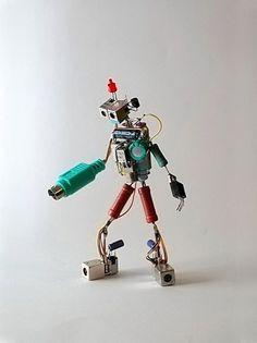 Sparebots | Colossal #leds #diy #robots #electronics