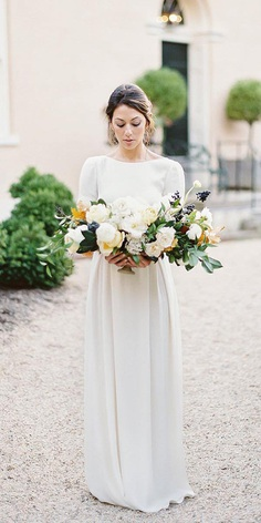 You are a bride and you are still looking for modest wedding dresses with sleeves?