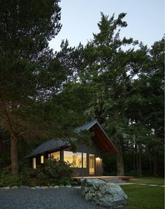 These Small Cabins Combines a Wilderness Retreat with the Comforts of Home 15