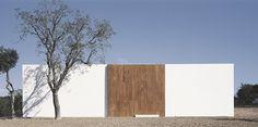 #HouseInLitoralAlentejano by #AiresMateus. Photo by #DanielMalhao. #architecture #house #flatroof