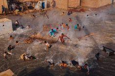 Pakistan by Daniel Berehulak #inspiration #photography #documentary