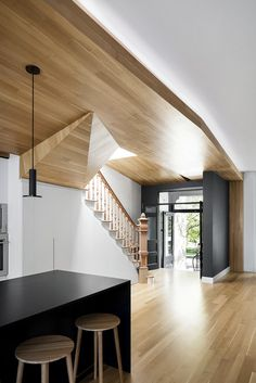 La Casa – Inspired and Elegant Wooden Surfaces / MXMA Architecture & Design