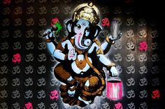 •••FAKE STREET ART••• #amsterdam #stencil #ganesha #paint #art #gold #fake #ohm