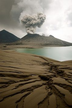 tumblr_m25gslrqmK1r3x96uo1_1280.jpg (685×1024) #volcano