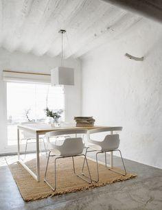 Dining area of rural modernity. House in La Mancha by Benjamín Cano. © Belén Imaz. #diningroom #concretefloor #farmhouse