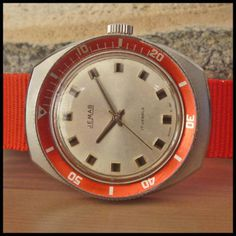Vintage Diving Watch #analog #dial #mechanical #piece #time #watches