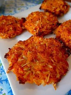 Sweet Potato Crisps - 2 sweet potatoes 1/2 cup egg whites 1 cup Parmesan cheese 1/2 teaspoon rosemary 1/4 teaspoon pepper. #potato