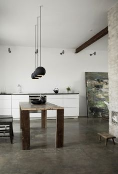 Rustic dining table #interior #house #modern #rustic #architecture #studio #art #paintings #artist