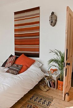 LOVELY + RUST: WHITE BEDDING #interior #rug #pillows