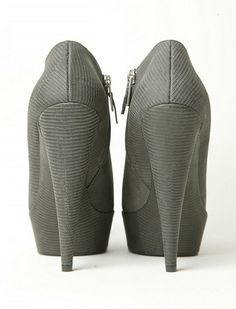 Buamai - YSL Yves Saint Laurent shoes on #yves #ysl #saint #heels #fashion #laurent