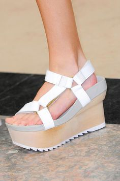 tumblr_mu5ktykBxJ1qzzzl7o2_1280.jpg (800×1200) #wood #shoes #sandal