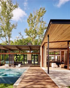 This Lake Austin Residence Offers a Combination of Transparency and Solidity 4