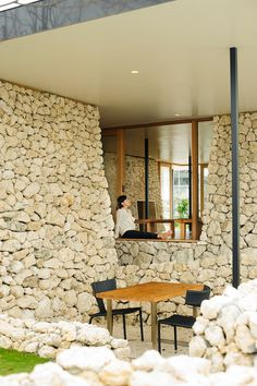 Itoman Gyomin Shokudo – A Restaurant Covered with Coral Limestone