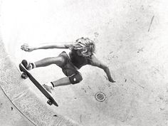 alecerri : Photo flying #old #school #skateboarding #bowl #pool